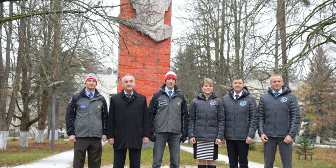 At the Gagarin Cosmonaut Training Center in Star City, Russia, the Expedition 58 prime and backup crew members pose for pictures in front of Vladimir Lenin's statue Nov. 19 before flying to their launch site in Baikonur, Kazakhstan. From left to right are the backup crew members, Drew Morgan of NASA, Alexander Skvortsov of Roscosmos and Luca Parmitano of the European Space Agency and the prime crew, Anne McClain of NASA, Oleg Kononenko of Roscosmos and David Saint-Jacques of the Canadian Space Agency. McClain, Kononenko and Saint-Jacques will launch Dec. 3 on the Soyuz MS-11 spacecraft from the Baikonur Cosmodrome in Kazakhstan for a six-and-a-half month mission on the International Space Station