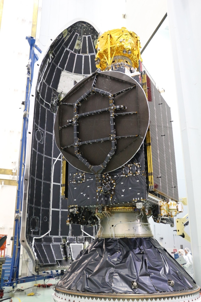 The SpaceIL Beresheet spacecraft stacked above the PSN VI satellite