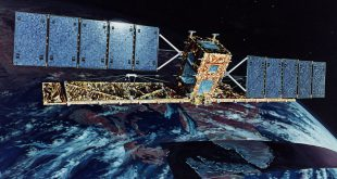 Artist's concept of the path RADARSAT-1 follows while over Canada