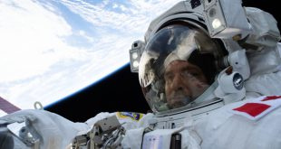 David Saint-Jacques on his first spacewalk