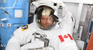 David Saint-Jacques spacesuit check